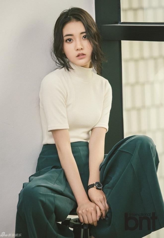 Siêu nam thần Hwang Min Hyun lộ ảnh hậu trường phim thanh xuân, quá khứ nợ chị em một cậu bạn điển trai như này này! - ảnh 5