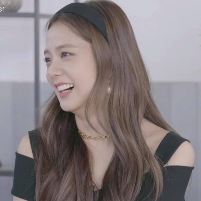 Dính nghi án bị ghẻ lạnh nhưng riêng chuyện đeo bờm, Jisoo được ưu ái nhất Black Pink, lần nào diện cũng xinh đến si mê - ảnh 10