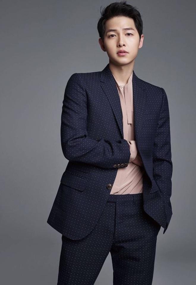 Song Joong Ki bị dụ làm trùm mafia, bén duyên với tình cũ Lee Jun Ki ở dự án phim mới - ảnh 2