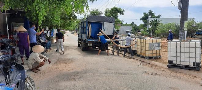 Quảng Nam: Nổ thùng hóa chất bốc mùi hôi khiến 2 người nhập viện - ảnh 1