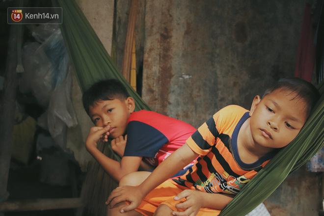 Xót cảnh 4 đứa trẻ mồ côi cha, không có tiền phải mang dép đứt quai, chắp vá đến trường sống cạnh bà nội già yếu - ảnh 6