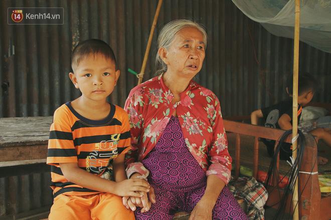 Xót cảnh 4 đứa trẻ mồ côi cha, không có tiền phải mang dép đứt quai, chắp vá đến trường sống cạnh bà nội già yếu - ảnh 4