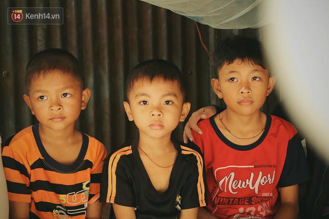 Xót cảnh 4 đứa trẻ mồ côi cha, không có tiền phải mang dép đứt quai, chắp vá đến trường sống cạnh bà nội già yếu - ảnh 18