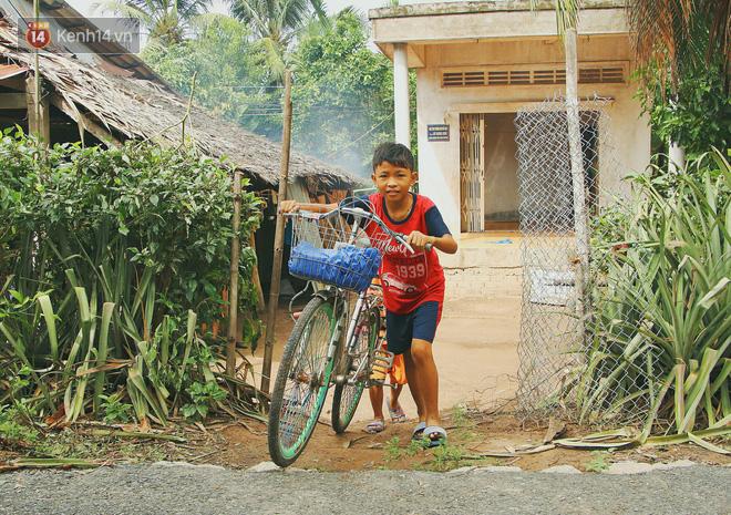Xót cảnh 4 đứa trẻ mồ côi cha, không có tiền phải mang dép đứt quai, chắp vá đến trường sống cạnh bà nội già yếu - ảnh 9