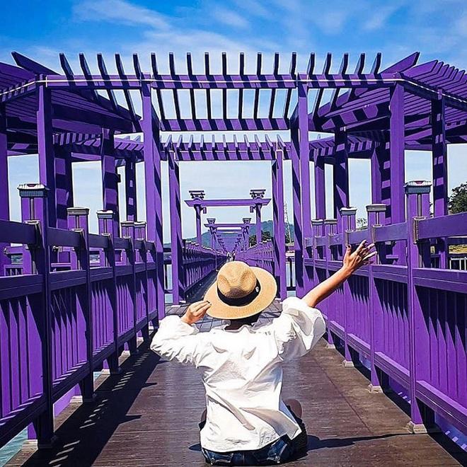 Những địa điểm du lịch sặc sỡ nhất thế giới, càng màu mè thì càng hút khách hơn - Ảnh 1.