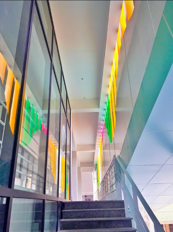 Sơn đủ 7 sắc cầu vồng xanh, đỏ, cam, vàng..., Đại học Kiến trúc Hà Nội xứng danh ngôi trường màu mè nhất Việt Nam! - ảnh 6