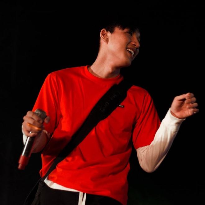 Truy ngay nam rapper điển trai của King Of Rap: Ngoại hình giống Quang Đại, giọng rap như Đen Vâu, còn có 2 ca khúc đang viral khắp nơi - ảnh 4