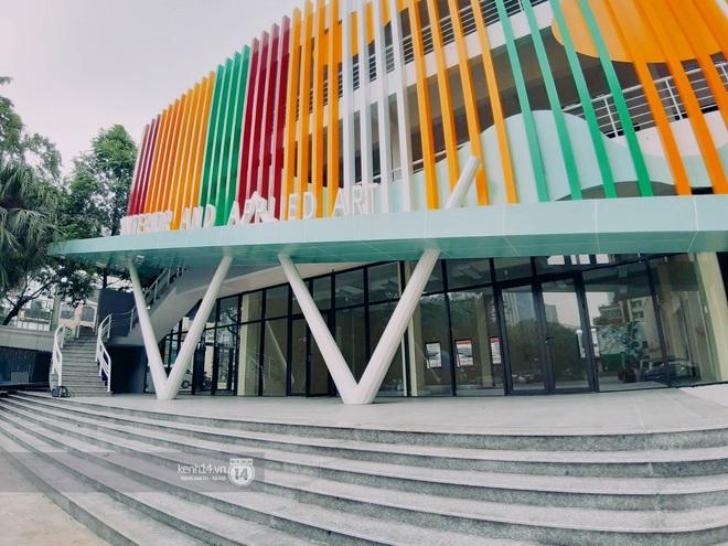 Sơn đủ 7 sắc cầu vồng xanh, đỏ, cam, vàng..., Đại học Kiến trúc Hà Nội xứng danh ngôi trường màu mè nhất Việt Nam! - ảnh 13