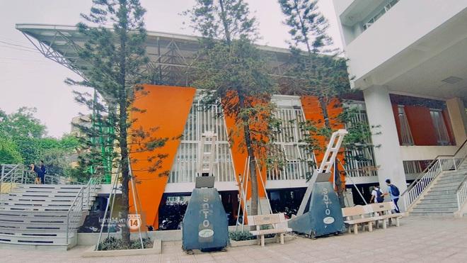 Sơn đủ 7 sắc cầu vồng xanh, đỏ, cam, vàng..., Đại học Kiến trúc Hà Nội xứng danh ngôi trường màu mè nhất Việt Nam! - ảnh 9
