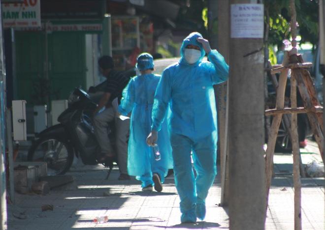 Dịch Covid-19 ngày 29/7: Dịch Covid-19 ngày 29/7: Thêm 8 ca nhiễm mới; Đà Nẵng huy động chục lượt xe chuyển người cách ly vì bệnh viện quá tải - Ảnh 1.