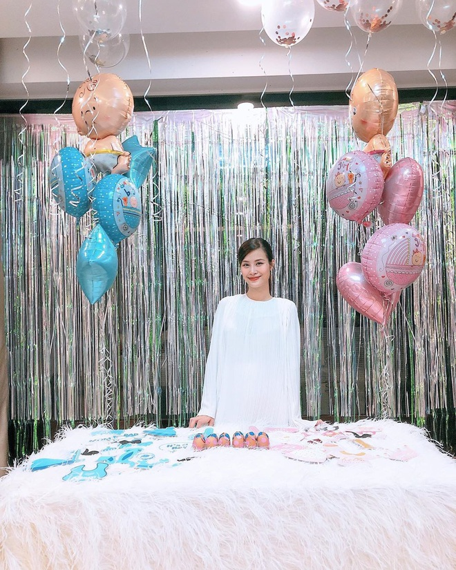 Hậu công khai giới tính con đầu lòng, Đông Nhi đã chính thức tự tay tổ chức tiệc baby shower chờ ngày vỡ chum - ảnh 1