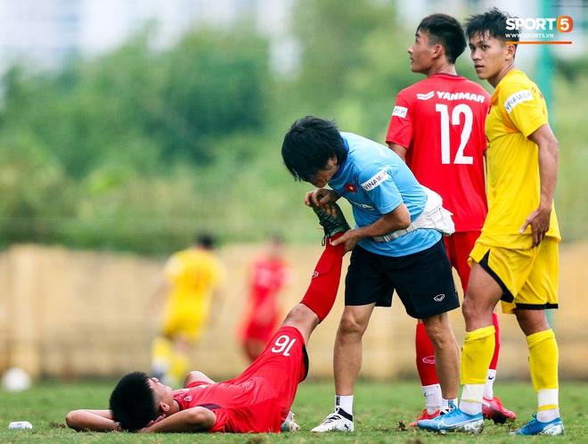 Lứa đàn em Quang Hải lộ hình ảnh yếu như sên sau bài kiểm tra đơn giản của HLV Park Hang-seo - ảnh 4