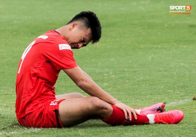 Lứa đàn em Quang Hải lộ hình ảnh yếu như sên sau bài kiểm tra đơn giản của HLV Park Hang-seo - ảnh 2
