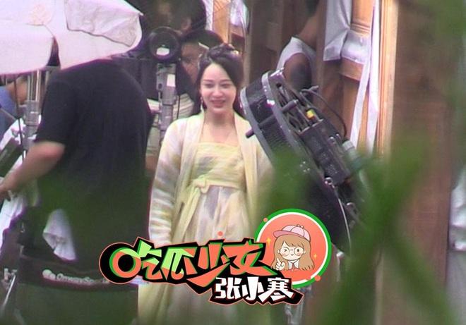 Dương Tử tiếp tục lộ khoảnh khắc siêu nhây ở hậu trường phim, netizen thắc mắc: Ngô Diệc Phàm đâu rồi ta? - ảnh 5