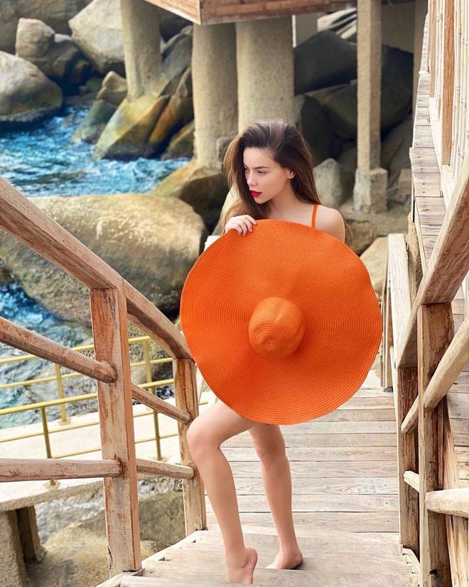 Một vùng biển Việt Nam đang được Bảo Thy, Hà Hồ, Tóc Tiên và loạt người nổi tiếng check-in: Đích thị là điểm đến hot nhất 2020 rồi! - Ảnh 2.