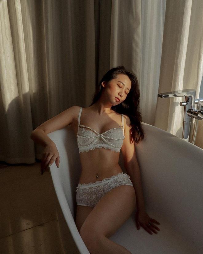 Học lỏm tips chụp hình gợi cảm mà không thô của bà chủ Hà thành Kiều Ly, gu như này bảo sao không hot - ảnh 1