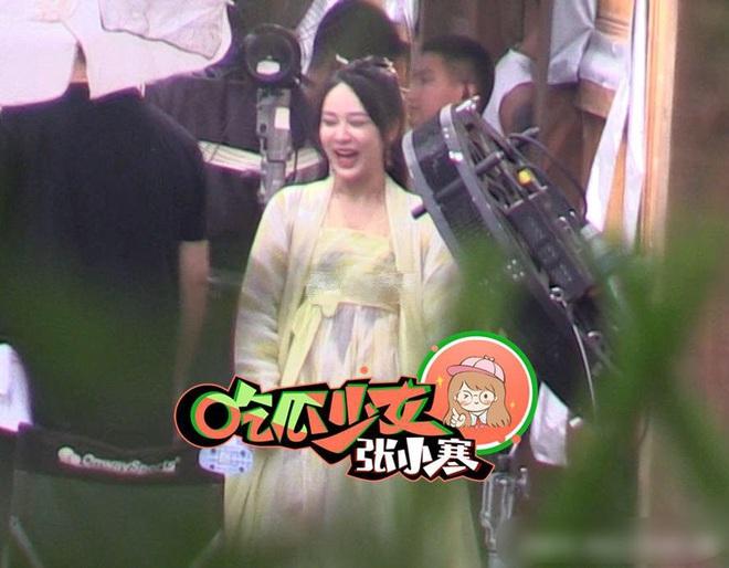 Dương Tử cười phớ lớ giữa phim trường, thái độ đáng chú ý sau tin đồn được Ngô Diệc Phàm yêu thầm - ảnh 5