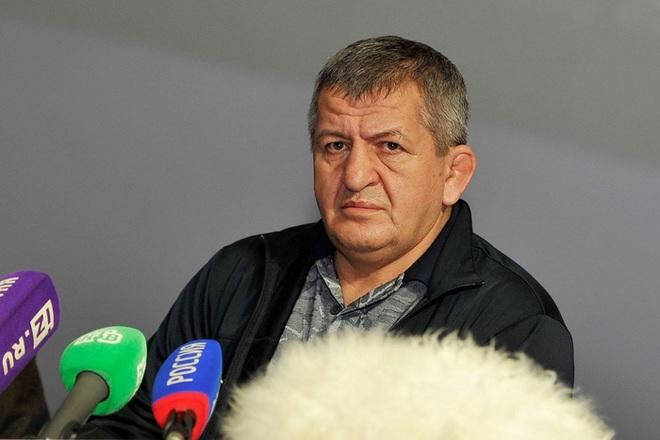 Cha của nhà vô địch thế giới Khabib Nurmagomedov qua đời ở tuổi 58 sau khi nhiễm Covid-19 - ảnh 1