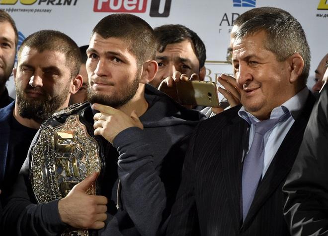 Cha của nhà vô địch thế giới Khabib Nurmagomedov qua đời ở tuổi 58 sau khi nhiễm Covid-19 - ảnh 2