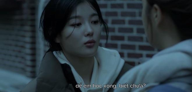 Phấn khích đòi Ji Chang Wook cõng, tiểu tam Kim Yoo Jung bị người yêu crush mời ăn dằn mặt ở tập 5 Backstreet Rookie - ảnh 10