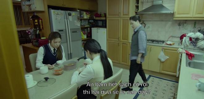 Phấn khích đòi Ji Chang Wook cõng, tiểu tam Kim Yoo Jung bị người yêu crush mời ăn dằn mặt ở tập 5 Backstreet Rookie - ảnh 9