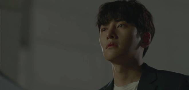 Phấn khích đòi Ji Chang Wook cõng, tiểu tam Kim Yoo Jung bị người yêu crush mời ăn dằn mặt ở tập 5 Backstreet Rookie - ảnh 18