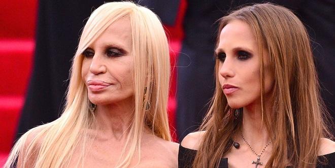 Cuộc sống như địa ngục của Ái nữ đế chế Versace: Thừa kế công ty khi mới 11 tuổi, tài sản hàng trăm triệu đô nhưng không có lấy một ngày vui vẻ - ảnh 1