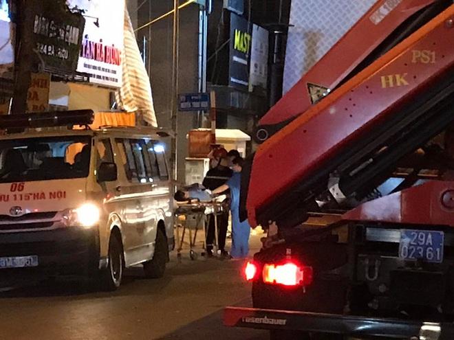 Hà Nội: Sập giàn giáo khiến nhiều công nhân rơi từ tầng cao xuống đất, 4 người thương vong - Ảnh 8.