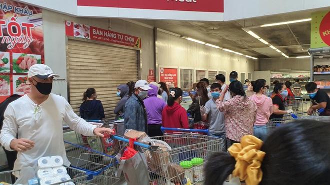 TP. Đà Nẵng: Hàng ngàn người đổ xô mua sắm, sở Công thương đưa ra khuyến cáo - Ảnh 1.