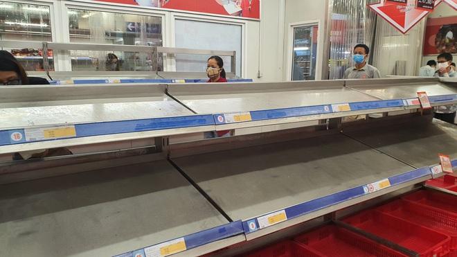 TP. Đà Nẵng: Hàng ngàn người đổ xô mua sắm, sở Công thương đưa ra khuyến cáo - Ảnh 2.