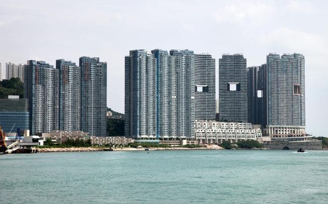 """Một phút khó hiểu: Tại sao các tòa nhà cao tầng ở Hong Kong lại hay có """"lỗ thủng"""" ở giữa vậy nhỉ? - ảnh 2"""