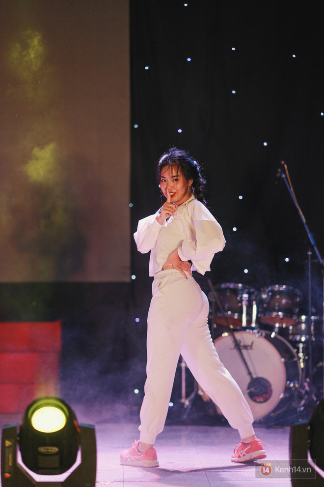Nữ sinh Chu Văn An lột xác bất ngờ, khoe trọn nhan sắc quyến rũ trong đêm trưởng thành cho khối 12 - ảnh 15