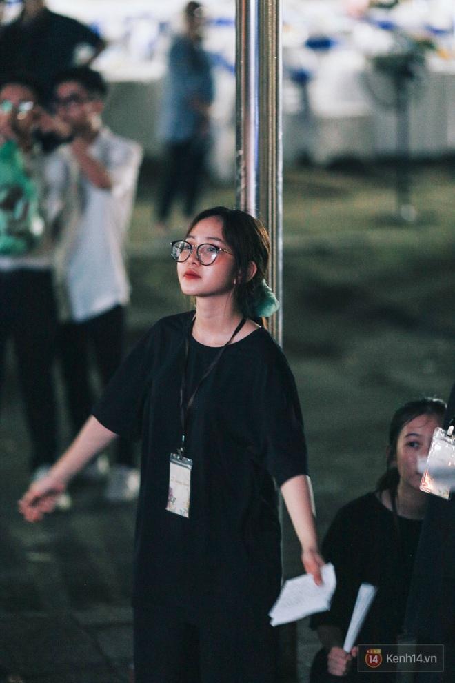 Nữ sinh Chu Văn An lột xác bất ngờ, khoe trọn nhan sắc quyến rũ trong đêm trưởng thành cho khối 12 - ảnh 6
