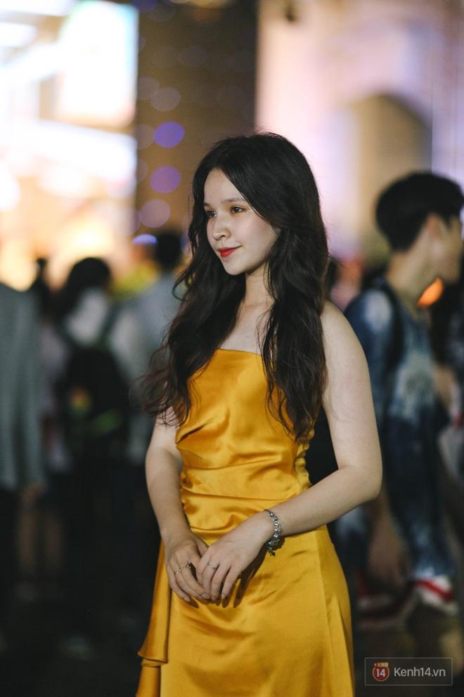 Nữ sinh Chu Văn An lột xác bất ngờ, khoe trọn nhan sắc quyến rũ trong đêm trưởng thành cho khối 12 - ảnh 2