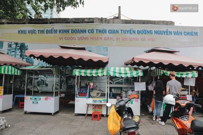 Phố hàng rong hợp pháp đầu tiên ở Sài Gòn hiện giờ ra sao sau gần 3 năm hoạt động? - ảnh 1