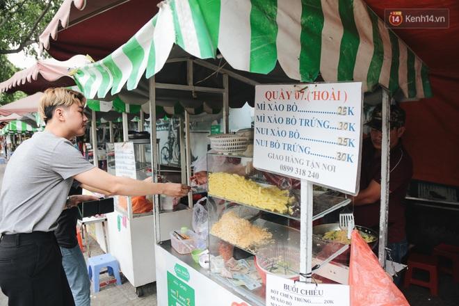 Phố hàng rong hợp pháp đầu tiên ở Sài Gòn hiện giờ ra sao sau gần 3 năm hoạt động? - ảnh 5