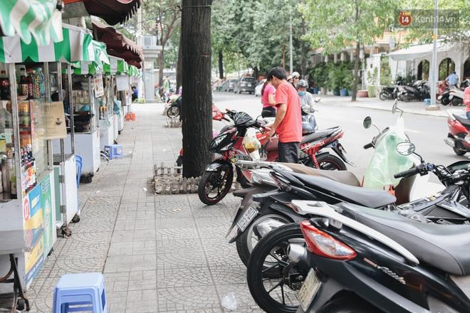 Phố hàng rong hợp pháp đầu tiên ở Sài Gòn hiện giờ ra sao sau gần 3 năm hoạt động? - ảnh 13