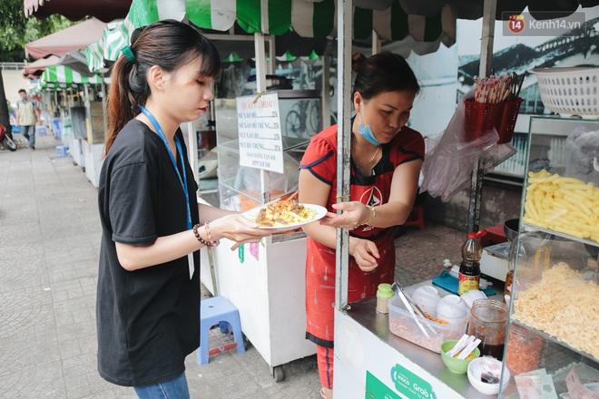 Phố hàng rong hợp pháp đầu tiên ở Sài Gòn hiện giờ ra sao sau gần 3 năm hoạt động? - ảnh 10