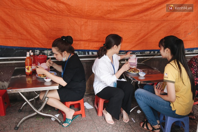 Phố hàng rong hợp pháp đầu tiên ở Sài Gòn hiện giờ ra sao sau gần 3 năm hoạt động? - ảnh 9