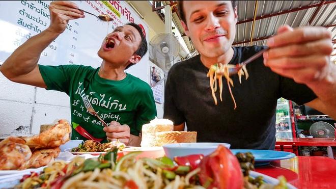 """""""Tiên nữ đồng quê"""" Lý Tử Thất, """"Thánh ăn công sở"""" Tiểu Dã và 2 YouTuber ăn uống đình đám nhất Trung Quốc hiện nay - Ảnh 14."""