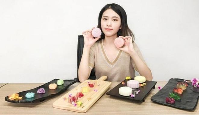 """""""Tiên nữ đồng quê"""" Lý Tử Thất, """"Thánh ăn công sở"""" Tiểu Dã và 2 YouTuber ăn uống đình đám nhất Trung Quốc hiện nay - Ảnh 6."""