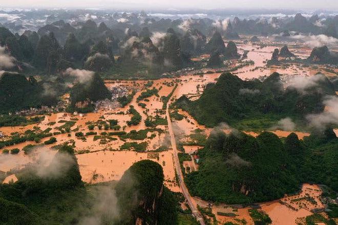 Lũ lên cao, Trung Quốc gồng mình hứng thêm đợt mưa lớn mới - ảnh 1