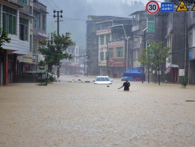 Lũ lên cao, Trung Quốc gồng mình hứng thêm đợt mưa lớn mới - ảnh 3
