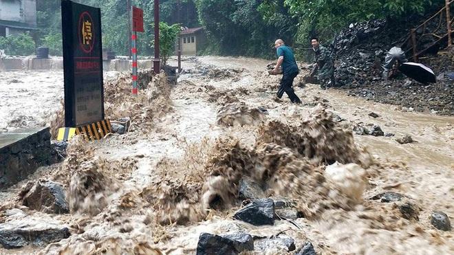 Lũ lên cao, Trung Quốc gồng mình hứng thêm đợt mưa lớn mới - ảnh 4