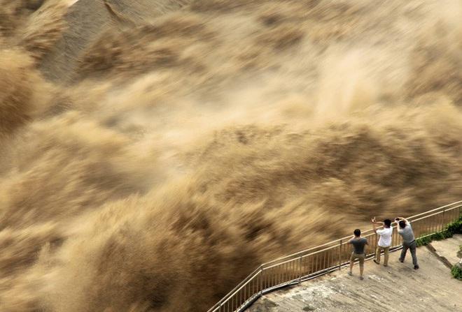 Lũ lên cao, Trung Quốc gồng mình hứng thêm đợt mưa lớn mới - ảnh 5