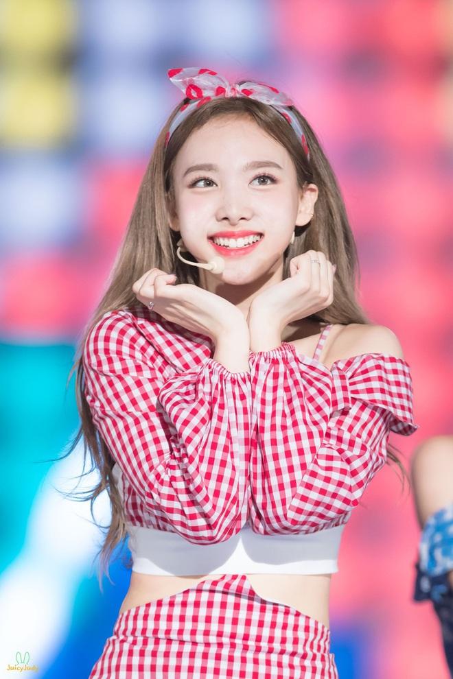 Mật báo Kbiz: Hé lộ danh sách bạn gái máu mặt của Kim Soo Hyun, bí mật về chuyện hẹn hò của Lisa - BTS bị ém - ảnh 16