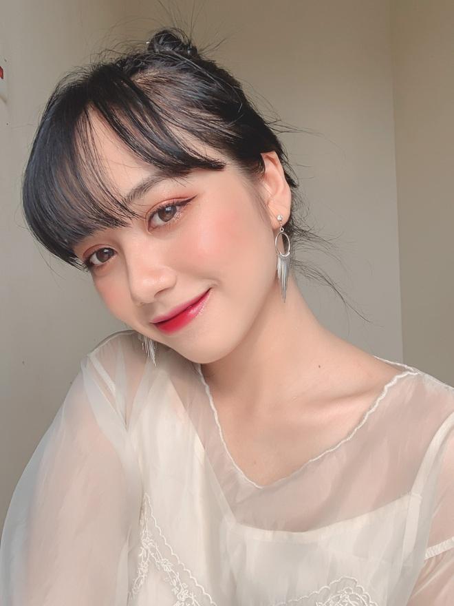 Nữ sinh Ngân hàng gây sốt vì gương mặt đúng chuẩn nàng thơ, đẹp ngẩn ngơ khi diện áo trắng và quân phục - ảnh 7