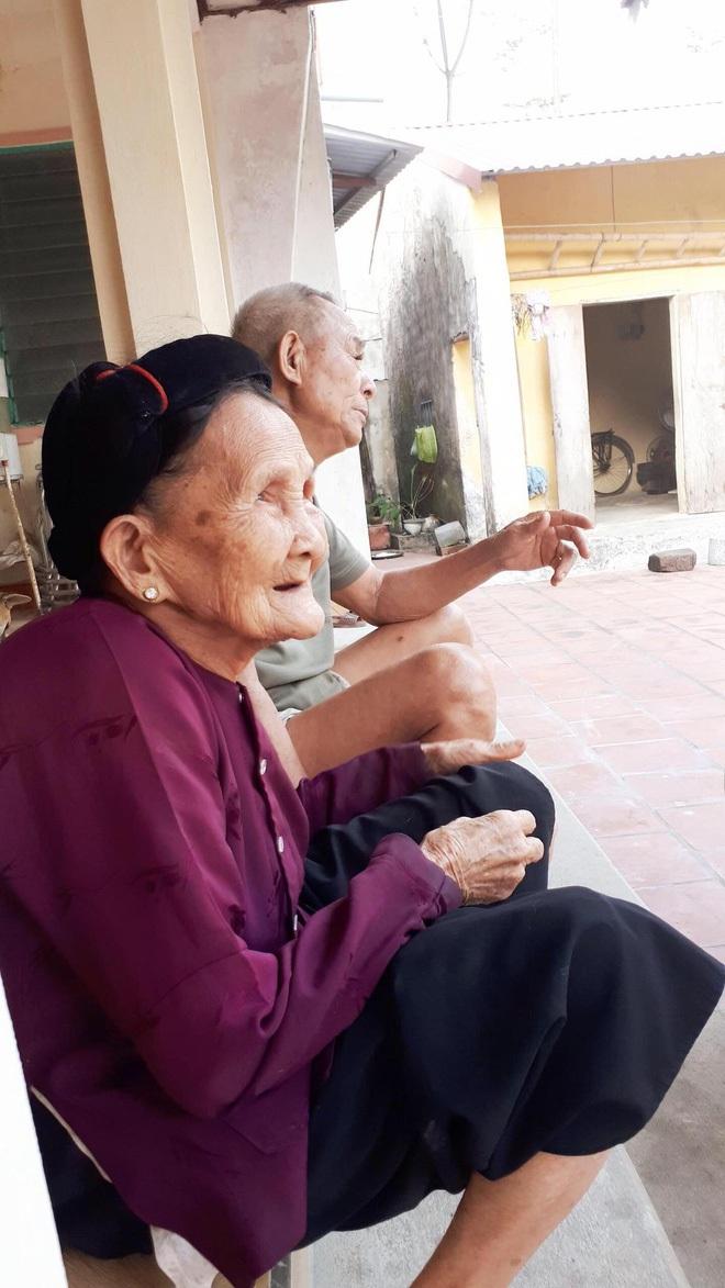Bà nội của Thiên giờ đây đã ngoài 90 tuổi, hơn 1 năm qua sức khỏe yếu đi nhiều, đầu óc không còn minh mẫn nhất là khi nhắc đến chuyện tiền nong.