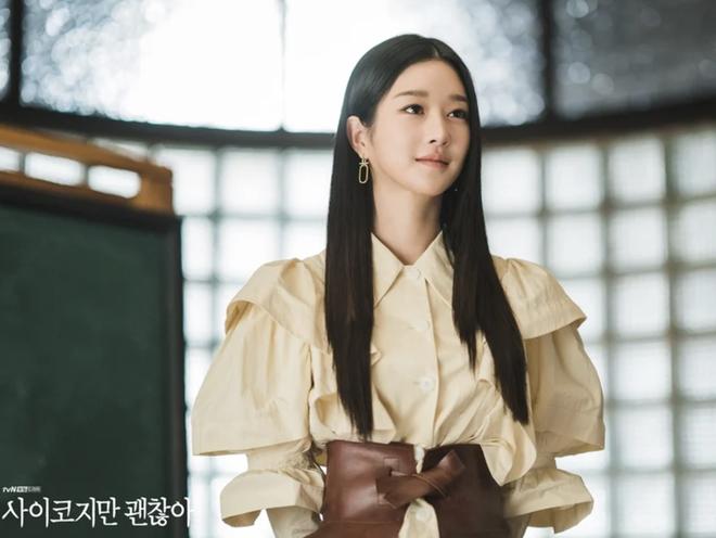 """Style tóc của Seo Ye Ji trong """"Điên Thì Có Sao"""": Kiểu nào cũng sang, có buộc thấp đơn giản thì vẫn xinh và sexy phát hờn - Ảnh 2."""