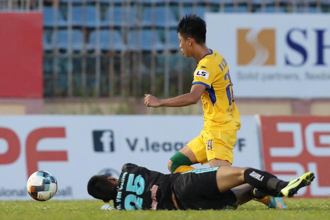 Phan Văn Đức cảm thán: Trọng tài như thế thì bóng đá Việt Nam lúc nào phát triển - ảnh 2